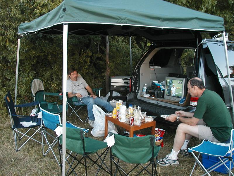... Rodney and Bill eat and watch football ... : michigan football canopy - memphite.com
